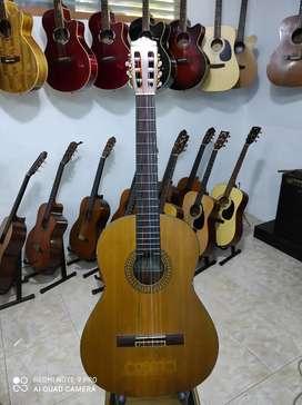 YAMAHA C-390 Akustik Nylon MEWAH