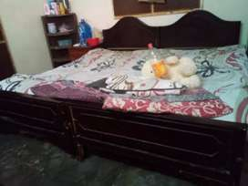 I have good condition two single beds without matress