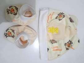 Topi n kaos kaki bayi