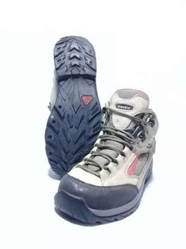 Sepatu outdoor Treksta