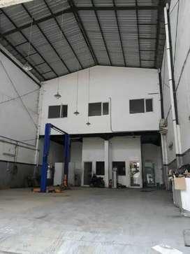 Ex Showroom Jl Raya Bratang Binagun strategis