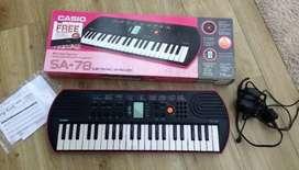 Casio keyboard with bag