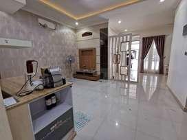 RJ0156RC20 , Casa Jardin, full renov 3 lantai, terawat dengan baik, cl