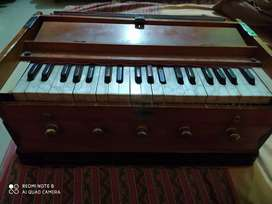 Bass male Harmonium in a very good condition