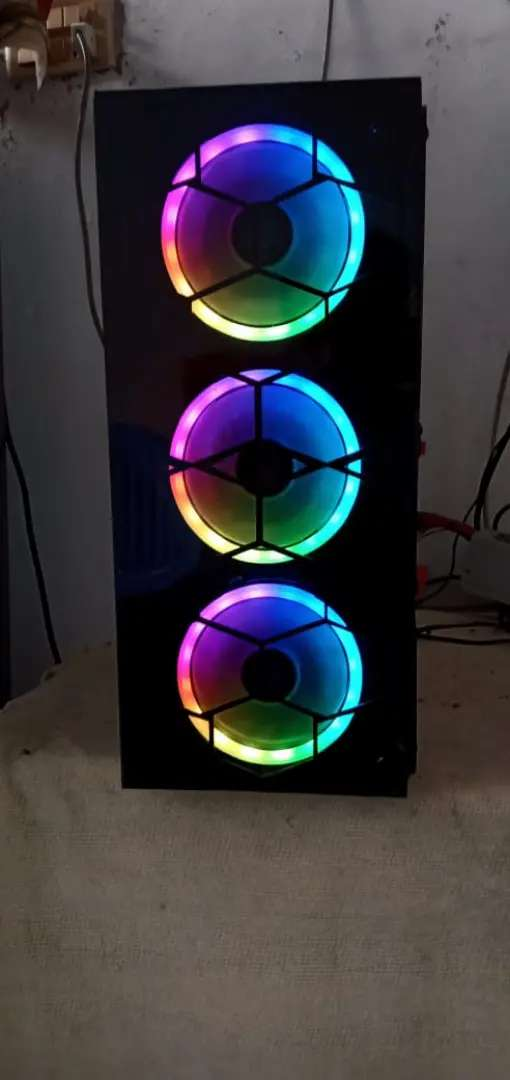 Gaming Case Mid And Full Tower with two or three fan