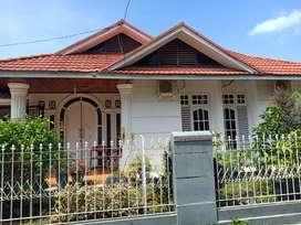 Dijual rumah beserta kos-kosan