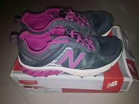 Jual sepatu lari new balance size 39 like new