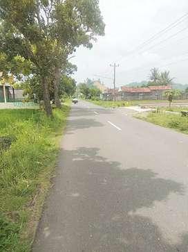 Tanah pinggir jalan utama seyegan cocok untuk usaha atau gudang