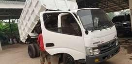Hino dutro 2012 DUMP TRUK