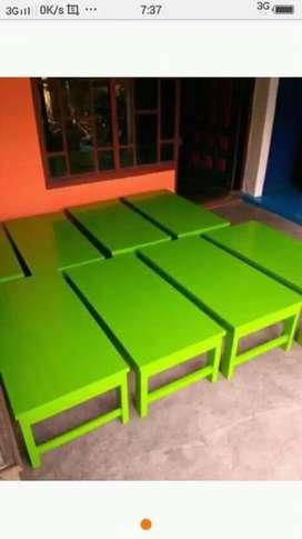 Meja lesehan cat hijau