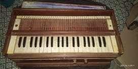 Harmonium old
