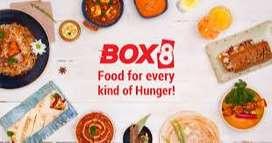 दिल्ली-NCR की प्रसिद्ध होटल चेन Box8 में डिलीवरी बॉय और फ़ूड मेकर की स
