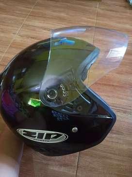 Helm keren murah dijamin ok siap pakai.
