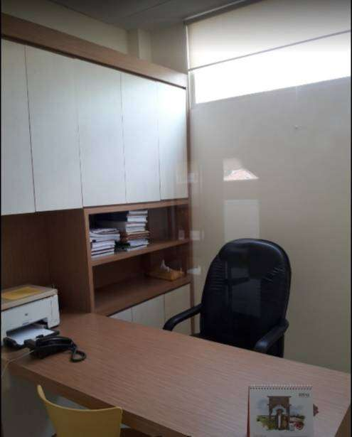 cocok untuk kantor rumah modern dua lantai di raya prapen indah row ja