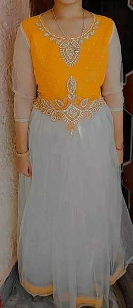 gown size medium
