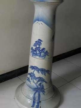 guci kuno tinggi ± 1 m