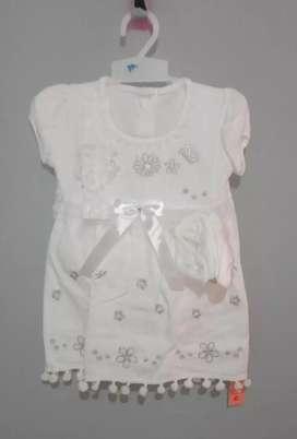 Baju gaun dan gendongan bayi