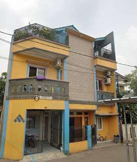 Rumah 3 lantai, kamar 4 LOKASI HOOX di pondok cabe DIJUAL ONLY CASH