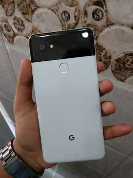 Google pixel 2 xl 128gb panda (next to brand new)