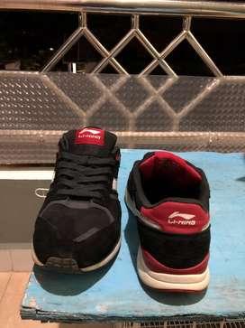 Sepatu lari LI-NING
