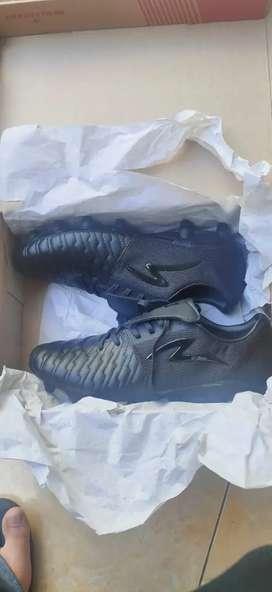 Sepatu Bola Specs Barricade Maestro