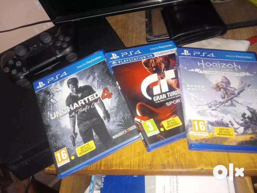 PlayStation 4 slim 0