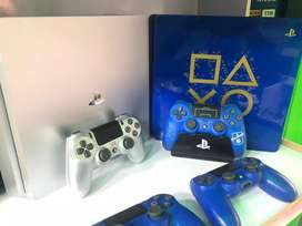 Ps4 consoles in mint condition with 1year warranty
