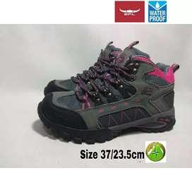 Sepatu second BFL