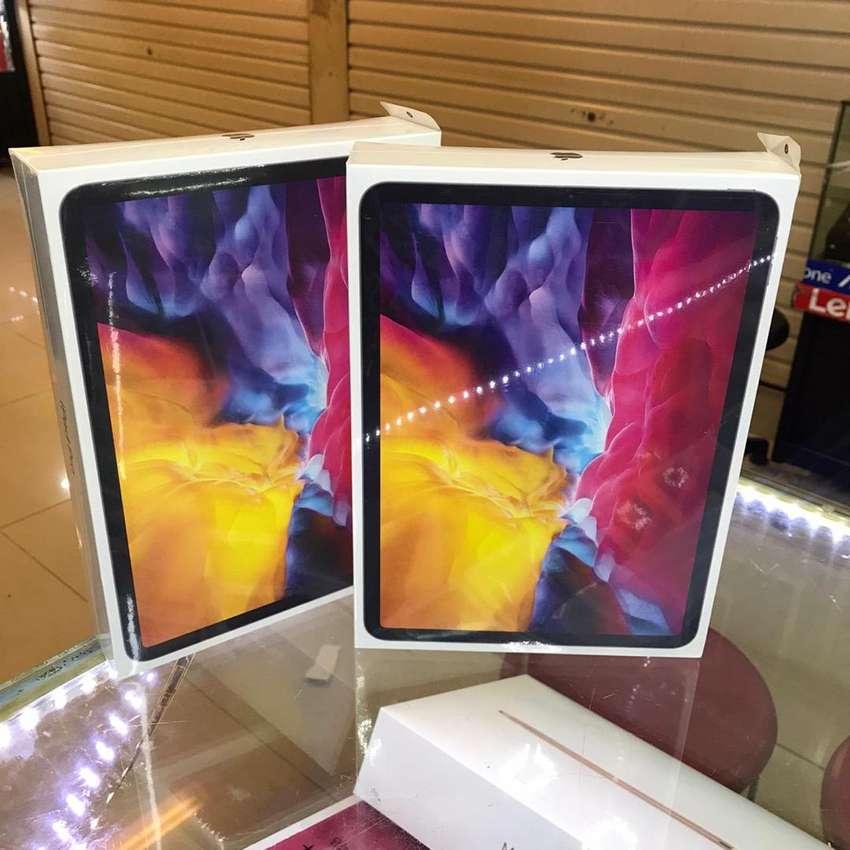 128GB Ipad Pro 2020 11 inc New Bosqu