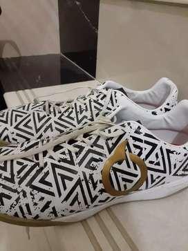 Sepatu futsal ortuseight jogosala shock wave(putih)