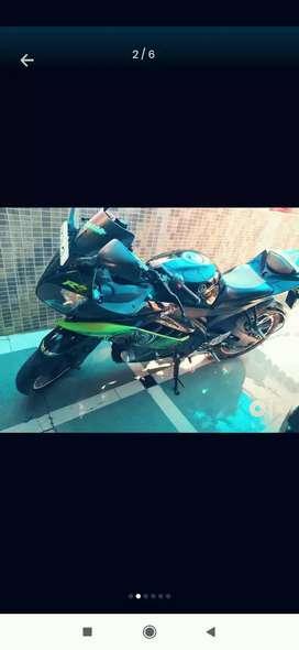 Yamaha r15 one hand chali hui hai
