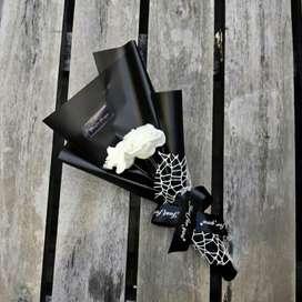 Buket bunga mawar putih (artificial)