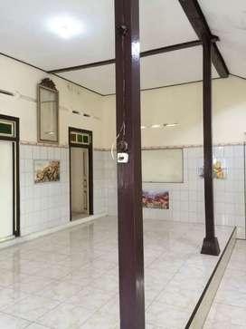 Rumah dan showroom dikampung Batik Laweyan Solo L.199m2 hrg 1,6M