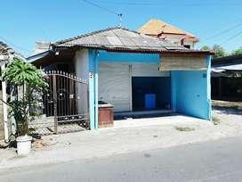 Toko Kios Laundry Gandeng Kos Kosan Pinggir Jalan Tukad Renon Ramai