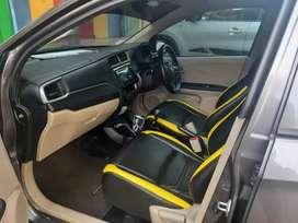 Honda brio E dengan transmisi 5 percepatan manual.