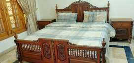 4 peices Bed set pure Akhrot ki lakri sy bna huwa