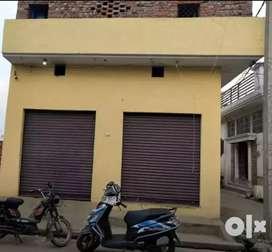 150 गज का मकान जयन्तीपुर रोड, two side road, पर हैं। दुकानों सहित