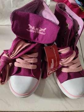 Sepatu anak levis ungu