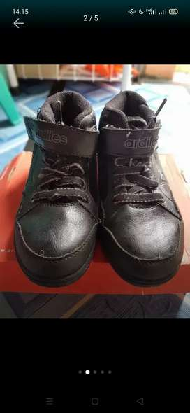 Sepatu hitam anak buat jalan or sekolah