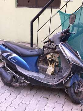 Kinetic kine scooty self start in good condition