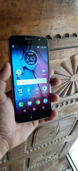 Moto g5s good condition only mobile