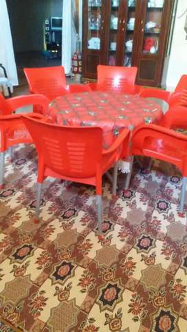 6 Chairs and round foldable table