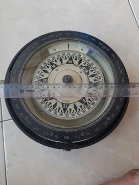 Kompas kapal besar