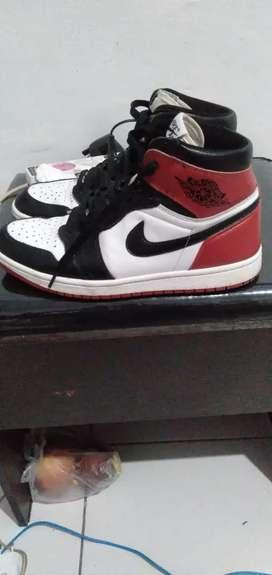 Nike Jordan black toe