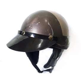 Helm chips coklat . Helm jadul