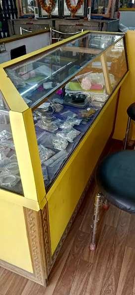 Showcase counter