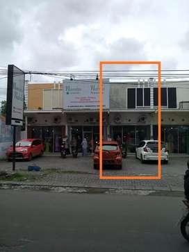 Disewakan Toko Parkir Luas Pinggir Jl. Raya Fatmawati