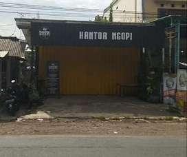 Di Kontrakan bangunan bekas cafe