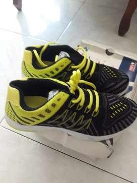 Sepatu trekkers *Aido