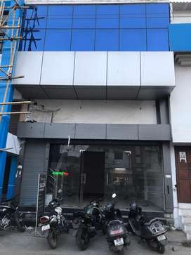 Commercial showroom for rent in central market
